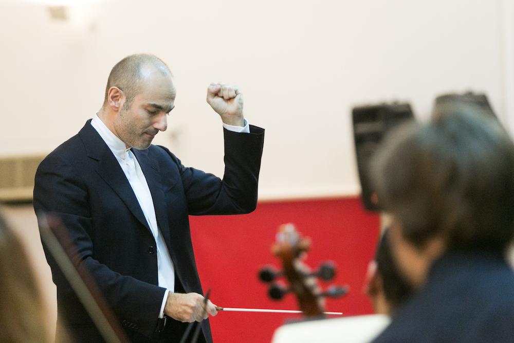 Giovanni Pasini conducting Qatar Concert Choir
